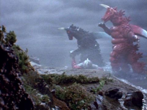 ブラックギラスに足を捻じ曲げられたウルトラセブン