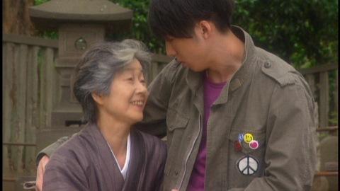 少女は祖母・静江(演:原知佐子)の若き頃の姿だった