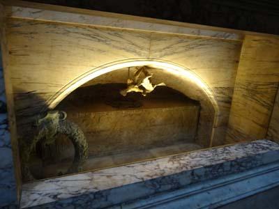 ラファエッロ墓2
