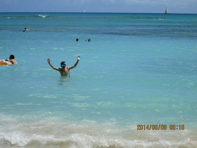 ワイキキビーチに入浴
