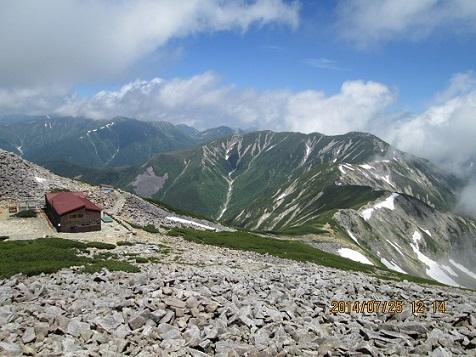 笠ヶ岳山荘と縦走路