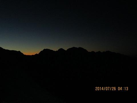 穂高方面の夜明け前シルエット