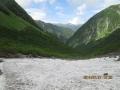 屏風岩と常念岳と雪渓