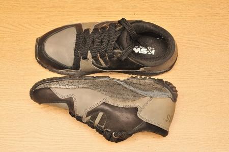 sneaker-broken-pu1