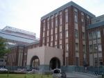 医学部基礎研究A棟(旧医学部第一、二、三内科教室および病室)