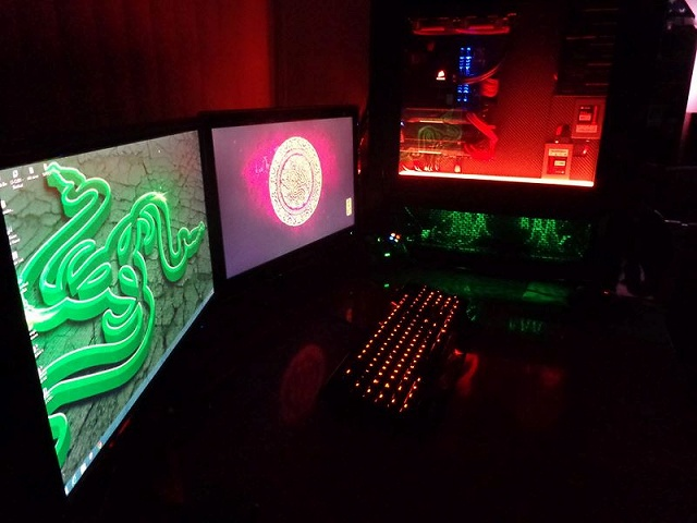 Desktop_Razer7_81.jpg