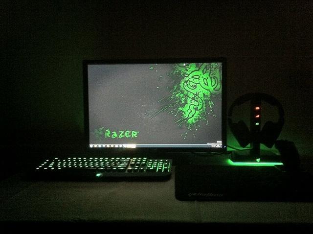 Desktop_Razer7_97.jpg
