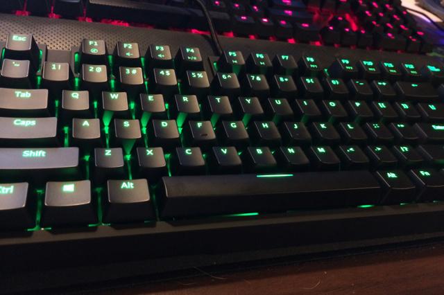 RosewillのRGB仕様メカニカルキーボード『RGB80』