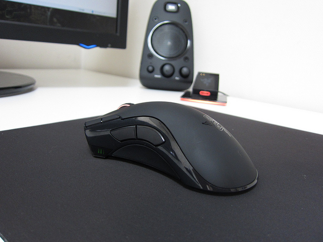 Wireless_Gaming_Mouse_201406_03.jpg