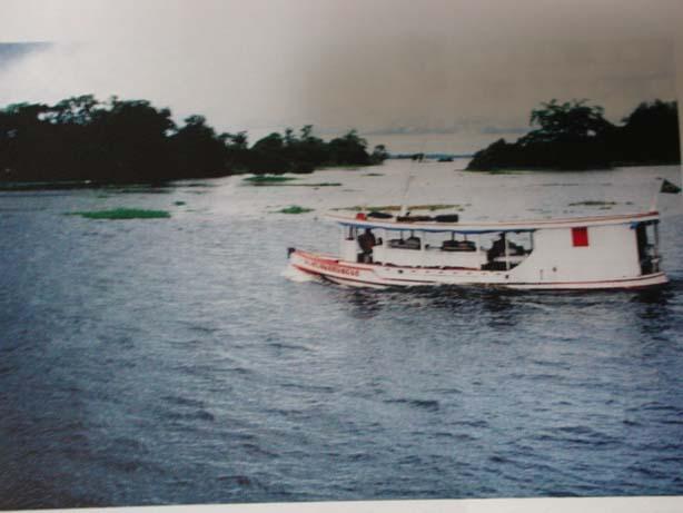 河を渡る船