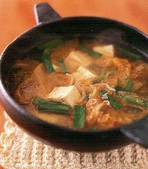 おかず(キムチと豆腐のスープ)