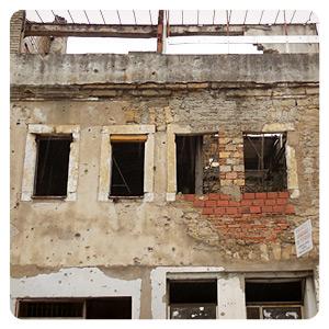 モスタルの壊れた建物