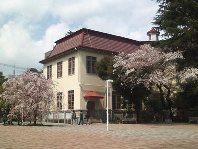 日本獣医生命科学大学の古い校舎