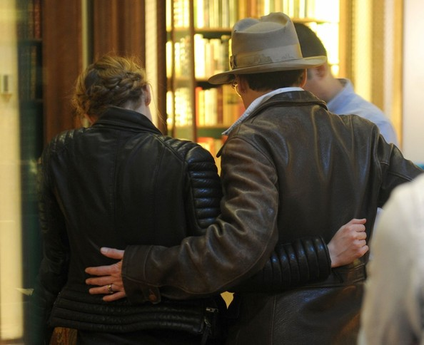 johnny-depp-meets-amber-heard-at-a-rare-book-shop-on-her-birthday_14.jpg