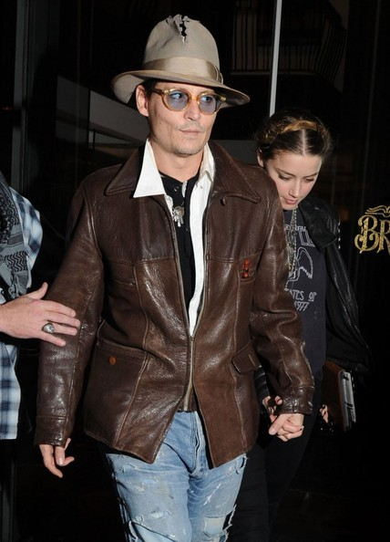 johnny-depp-meets-amber-heard-at-a-rare-book-shop-on-her-birthday_19.jpg