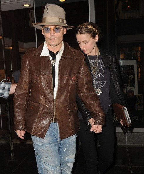 johnny-depp-meets-amber-heard-at-a-rare-book-shop-on-her-birthday_24.jpg