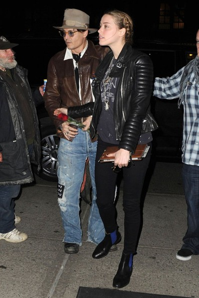 johnny-depp-meets-amber-heard-at-a-rare-book-shop-on-her-birthday_26.jpg