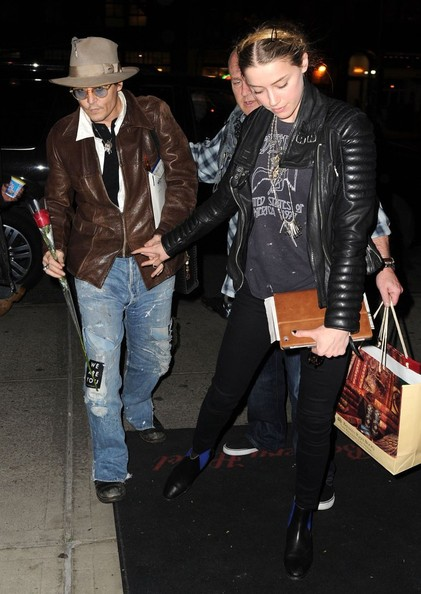 johnny-depp-meets-amber-heard-at-a-rare-book-shop-on-her-birthday_28.jpg