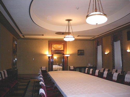 綿業会館・本館会議室