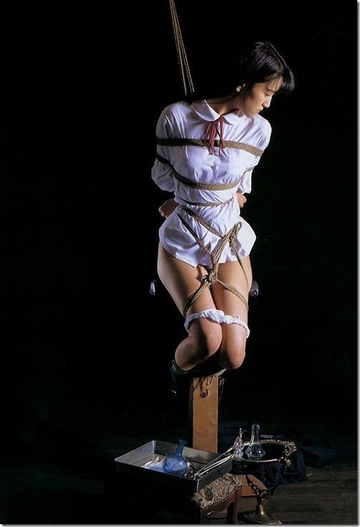【SM;下着エロ画像】あるべき場所にない下着。ずらされたパンツのエロ画像012-s