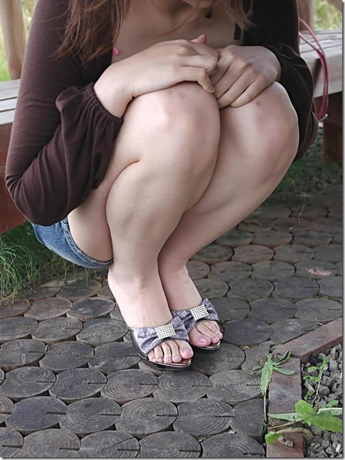 【脚フェチエロ画像】こんな太もも化して貰って膝枕して貰いたいお姉さん画像03-s