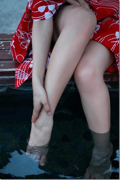 【絶対領域エロ画像】脚フェチの絶対領域は出来れば生でお願いします。09-s