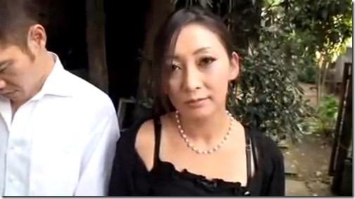 近親相姦筆おろし&中出しエロ動画:未亡人は夫の代わりに息子を男にする。1