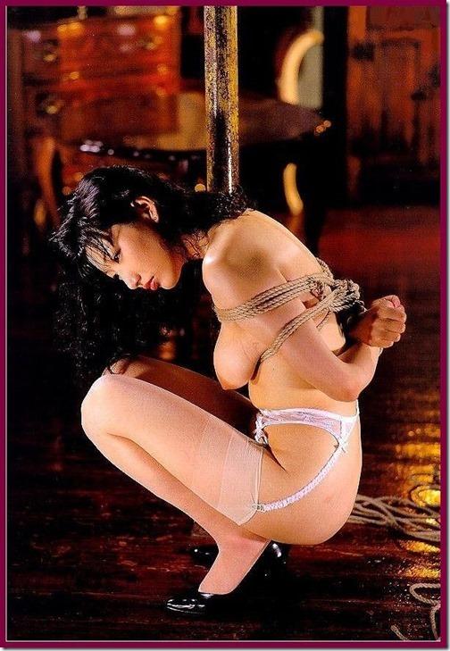 エロティシズムとポルノグラフィーの狭間で・・エロく美しい女達の縄化粧_005-s