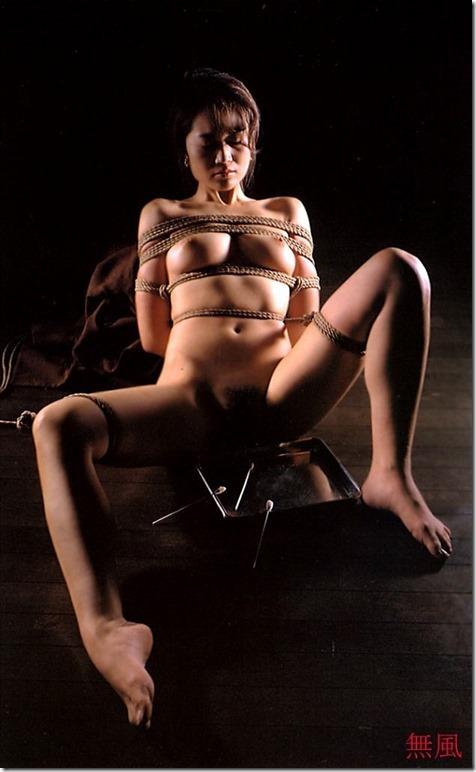 エロティシズムとポルノグラフィーの狭間で・・エロく美しい女達の縄化粧_007-s