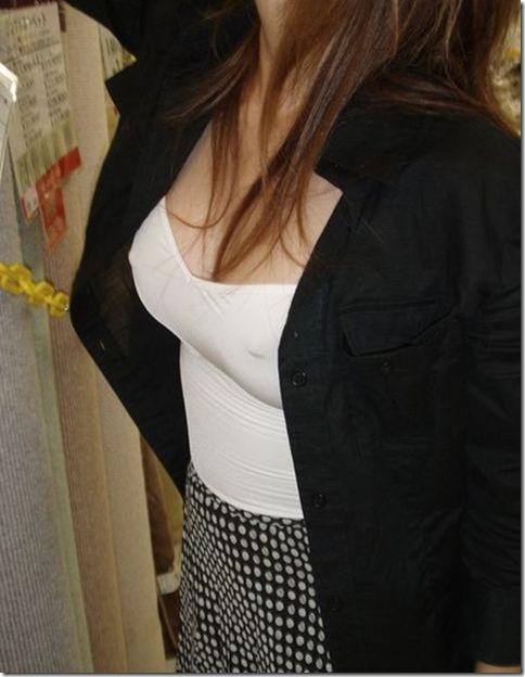 【画像】着衣で爆発しそうなピチピチおっぱい_024-s