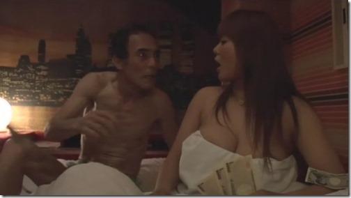 【エロ動画】女囚611獣牝(オンナ)たちの館;様々な事情を抱えたオンナ達01刑務所長と知って売春する元受刑者