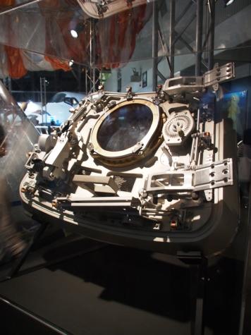 アポロ司令船のハッチ(レプリカ)