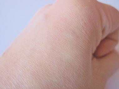 小じわ.毛穴の目立たない肌に「シルキーカバーオイルブロック」化粧下地!