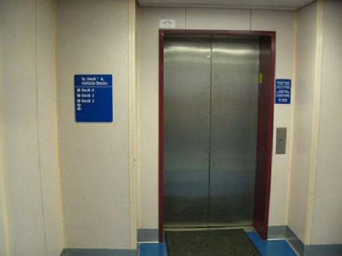 エレベーターの回数表示がない