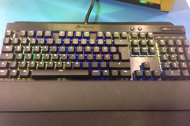 RGB_Mechanical_Keyboard_02.jpg