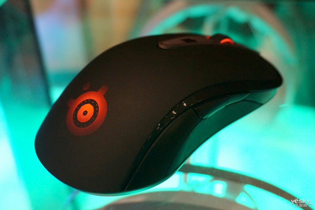 SteelSeries_Sensei_Wireless_16.jpg